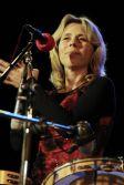 Jana Slavatová střídá perkuse všelikého druhu a též přispívá sólovým zpěvem.