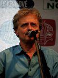 Karel Markytán - zpěvák, kytarista a hráč na foukací harmoniku ve skupině AG Flek.
