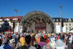 Velké pódium na náměstí
