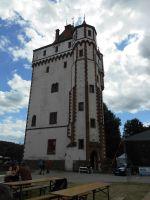 Bílá věž, vpravo scéna