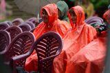 ...i mírný déšť, přítomný po téměř celou dobu festivalu, nebránil dobré náladě