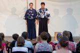 z divadelního představení profesionálního brněnského divadelního souboru MDK (Malé divadlo kjógenu) s názvem Horský asketa zlodějem tomelů