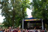 Slovenská skupina Banda zahajuje páteční program.