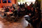 Návštěvnící v kavárně