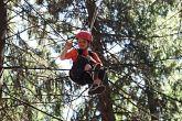 Pořadatelé pamatují i na děti. Ty měly možnost zaskákat si na trampolíně a vyzkoušet lezecké i silové schopnosti v lanovém centru, které již druhým rokem bylo k dispozici všem účastníkům pár metrů od chalupy v lese.