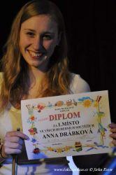 Úspěšná Anička dostala diplom od spoluhráčů