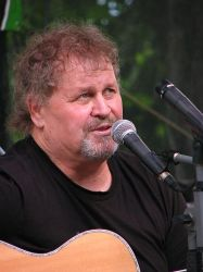 Moderátor a písničkář v jedné osobě - Pepa Štross
