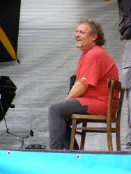 Hlavní pořadatel a dramaturg Jirka Hopp si vše pozorně a s úsměvem vyslechl