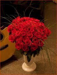 ...a nad kyticí 50 růží, kterou Pavla na koncertu dostala od svých nejbližších, jí ještě jednou přejeme k jejímu krásnému životnímu jubileu vše nejlepší !!!