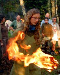 Momentka ze zapálení trapsaveckého ohně