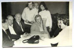 Jenda Korda, Arnošt Mošna, Josef Braun - Buřt, stojící Dewi a Ema