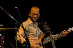 Tomáš Liška, kterého vDruhé trávě diváci vídají od letošního jara za kontrabasem a baskytarou.