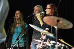 Dívčí vokální trio Blue Stone se pro tento večer opět dalo dohromady