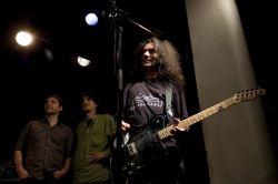 Nohaband – basa Marek Štulír, bicí Vojta Noha a kytara Petr Bublák