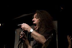 Petr Bublák řečený Bubák demonstruje zvláštní způsob křtu alba