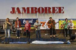 Pěvecká smršť a instrumentální bravurnost českobudějovické skupiny Sem Tam. Vloni vydali polonovinkové CD Návrat a tím zpečetili návrat do bluegrassové extratřídy.