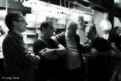 Bodlo: kapelní soustředění u baru.