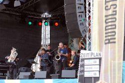 """Letos nebyl """"magickým nástrojem"""" (nástrojem letošního ročníku) vyhlášen jeden instrument, ale """"basové nástroje"""". S tímto """"magickým pověřením"""" byla ustavena speciálně vystupující sestava, která zahrnovala kontrabas, akustickou baskytaru, basbalalajku, bassaxofon, basklarinet, serpent, tubu…"""