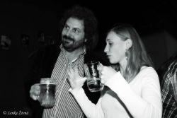 Anička Drábková a Pavel Hurt pijí pivo