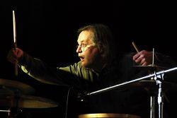 Jura Nedavaška oživil koncert Žambochů nejen zvukově, ale i vizuálně.