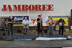 Páteční program zahájil Handl, loňský vítěz mezinárodní soutěže Evropské bluegrassové asociace na festivalu v Holandsku a stříbrný v největší celoevropské soutěži La Roche sur Foron ve Francii.