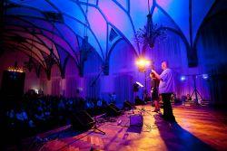 Hradecký zámek nabízí spoustu krásných prostor pro koncerty. Sál zvaný Velká dvorana je jedním z nich.