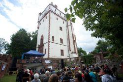Hradecký slunovrat - scéna pod Bílou věží