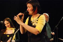 Martina Trchová při koncertu v Dejvickém divadle