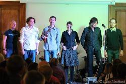 Zazpívala se svou kapelou García, která se ovšem složením moc nelišila od hlavních hvězd večera. S těmi si ostatně pár přídavků střihla také.