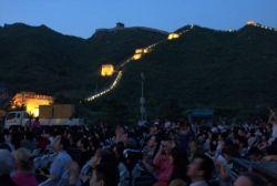 Návštěvníků koncertu před Velkou čínskou zdí bylo kolem tisíce – ztoho většina čínské národnosti