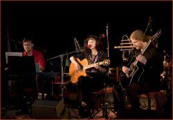 Dalším významným hostem večera byl kytarista Jan Janda (kterého také můžete slyšet na Pavlině novém CD)...