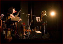 Jitka Krupičková – Pavlina kolegyně ze skupiny KLÍČ – v duetu s Pavlou okouzlila publikum svojí hrou na basovou flétnu...