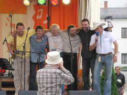 Ostravský BG styl hraje nejen bluegrass, jak by název napovídal. Těší posluchače také gospely a dalšími lahůdkami. Jelikož každý z účastníků obdržel památnou sošku, neopomene ji moderátor akce Josef Mlok Grim předat ani těmto sympaťákům.
