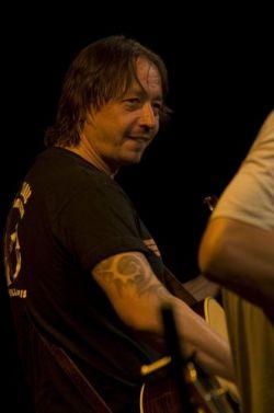 Míša Leicht posluchače potěšil nejen zpěvem, ale jak je u něj zvykem, i vtipnými příhodami ze života kapely.
