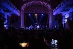Skvělý zvuk a skvělá světla patřila ke koncertní Kotlině v Divadle Za plotem