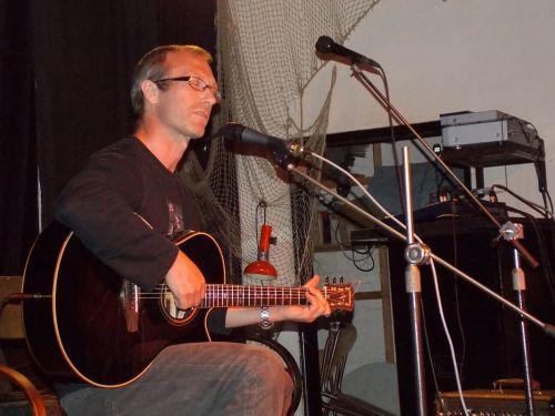 Jindra Černohorský - pastor, poloprofesionální sportovec, který oslnil výbornou hrou na kytaru