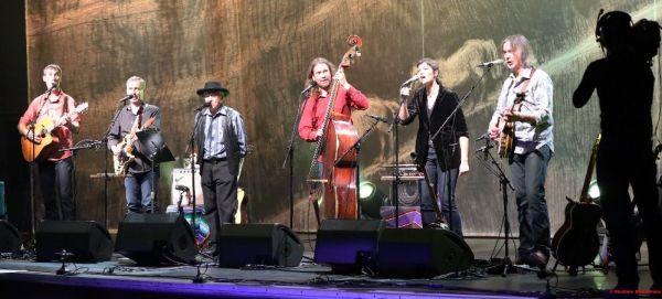 Charlie McCoy, Kateřina García a Malina Brothers
